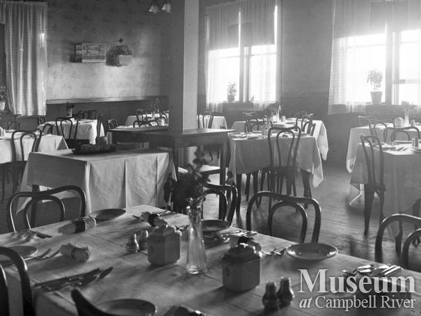 The dining room in the third Willows Hotel