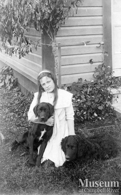 Lillie Thulin and dogs
