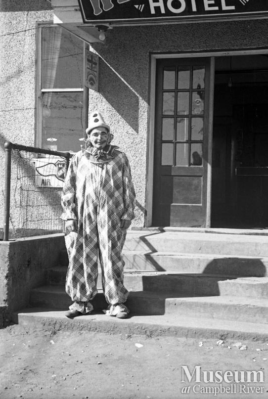 A clown on the steps of the Willows Hotel