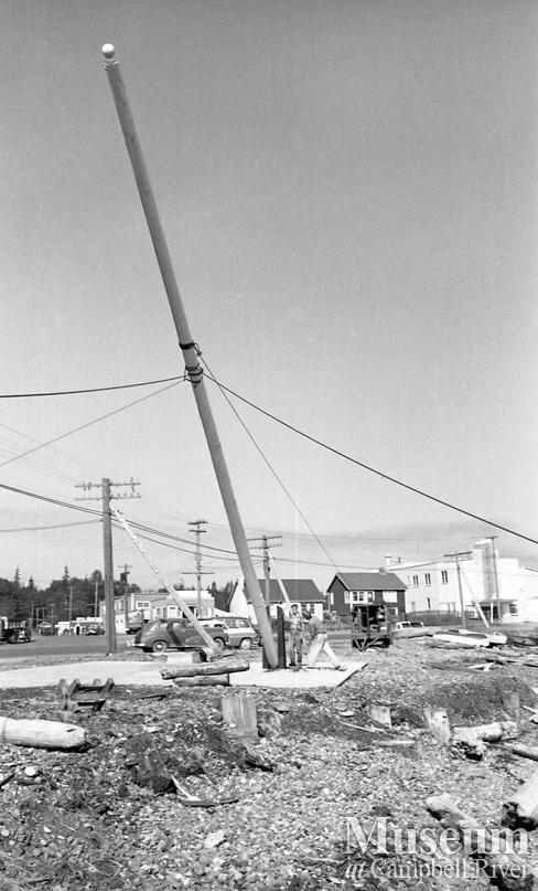Raising the cenotaph flagpole