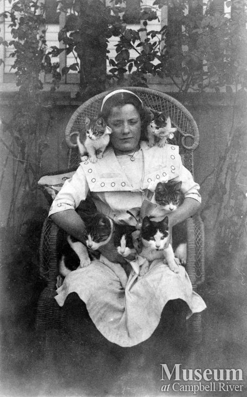 Lillie Thulin and cats