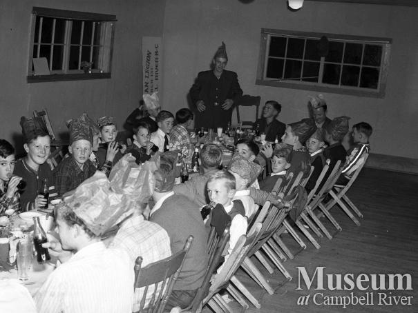 Group of Campbell River Midget Ball Team members at dinner