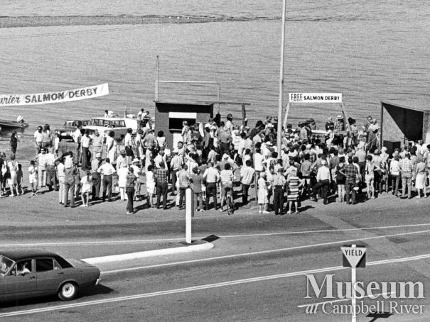 Crowd gathers to hear results of Fishing Derby, 1971