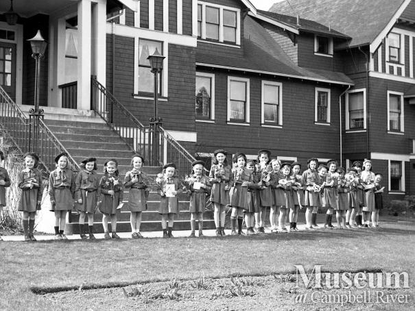 Brownies celebrate Easter at the Lourdes Hospital, 1950